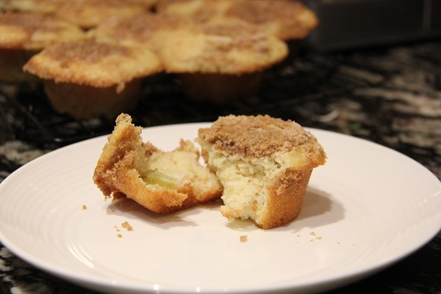 moist and delicious rhubarb lemon streusel muffins